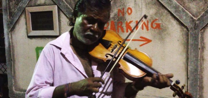 Bhagwan Mali playing Violin on the street of Kolkata, India